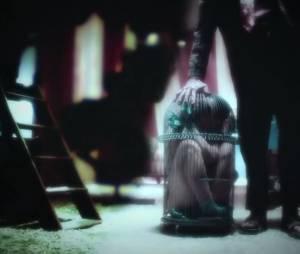 """Uma mulher está presa em uma gaiola em """"American Horror Story: Freakshow"""""""
