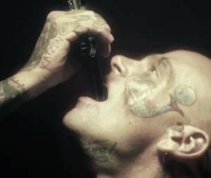 """Um homem engole espadas no teaser de """"American Horror Story: Freakshow"""""""
