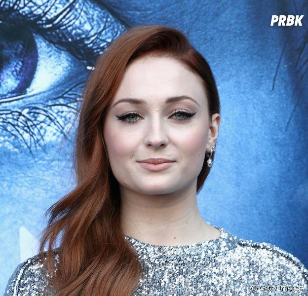 """Sophie Turner, de """"Game of Thrones"""", muda mais uma vez de visual!"""