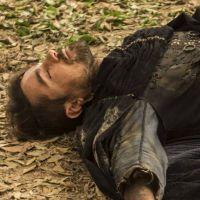 """Novela """"Deus Salve o Rei"""": Virgílio morre para salvar Amália"""