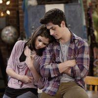 """Selena Gomez e David Henrie, de """"Os Feiticeiros de Waverly Place"""", curtem feriado americano juntos"""