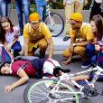 """Em """"As Aventuras de Poliana"""", Guilherme (Lawrran Couto) é atropelado por carro em frente à padaria"""