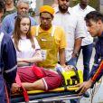 """Em """"As Aventuras de Poliana"""", Guilherme (Lawrran Couto) é levado de ambulância para hospital após ser atropelado"""