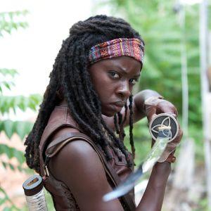 "Em ""The Walking Dead"", na 9ª temporada: Michonne monta cavalo em foto inédita"