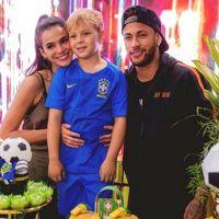 Bruna Marquezine e Carol Dantas, mãe do filho de Neymar, se dão bem na web e na vida real!