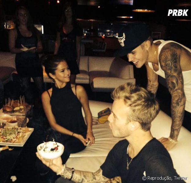 Justin Bieber e Selena Gomez tiveram foto de uma festa íntima divulgada por uma amiga do casal