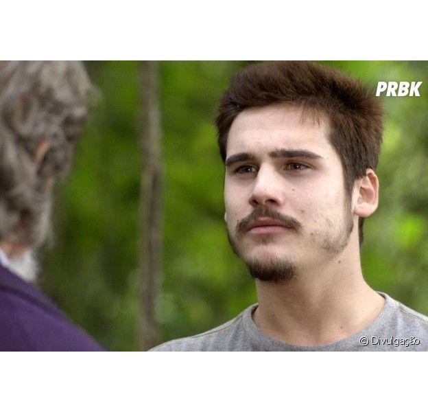 """Em """"O Tempo Não Para"""", Samuca (Nicolas Prattes) ameaça Emílio (João Baldasserini)"""