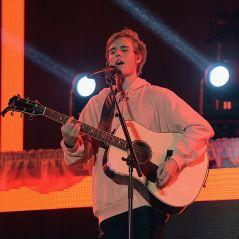 OMG! Justin Bieber faz show surpresa (e de graça) no meio da rua em Londres!