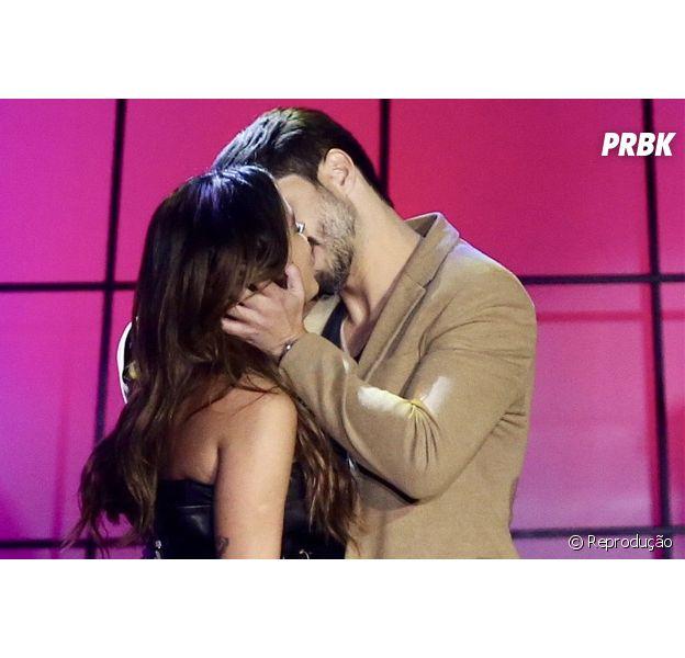 Anitta dá beijão no palco do Prêmio Multishow 2018!
