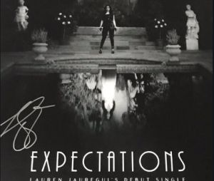 "Lauren Jauregui anuncia data de lançamento do primeiro single, ""Expectations"""