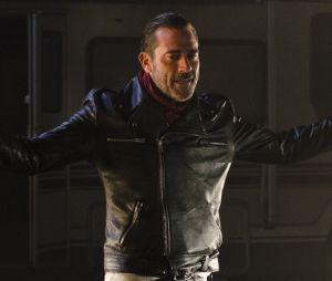 """Em """"The Walking Dead"""", Negan (Jefrey Dean Morgan) pede ajuda em novo vídeo"""