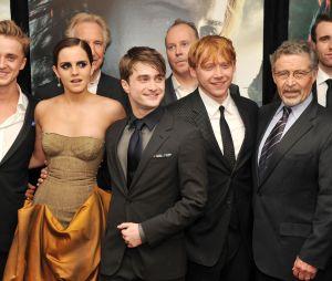 """Tom Felton, de """"Harry Potter"""", estreia na série """"Origin"""" e ganha homenagem de Emma Watson"""