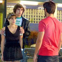 """Na novela """"Malhação"""": Pedro vê Karina com Cobra e morre de ciúme!"""
