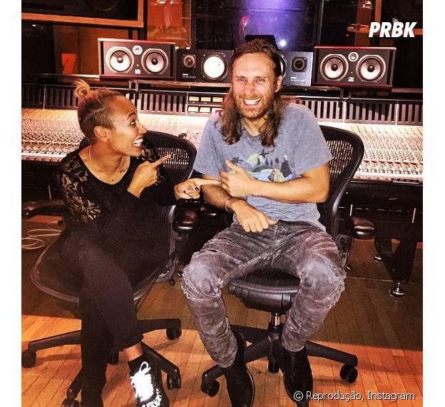 David Guetta publicou uma foto ao lado da cantora Emeli Sandé para divulgar parceria do novo álbum