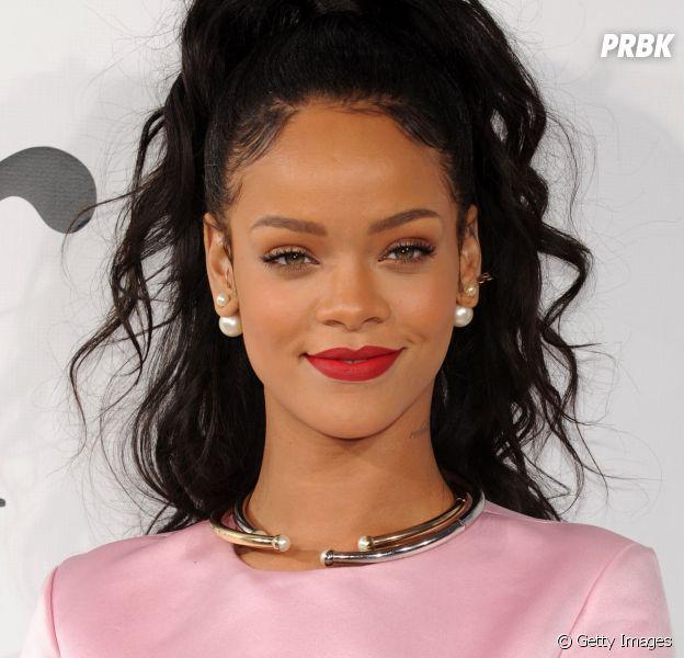 Rihanna está prestes a lançar música nova, afirma rádio americana