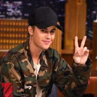 Finalmente o Justin Bieber apareceu com a nova tatuagem confirmando as teorias dos fãs