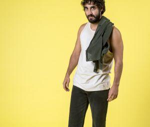 """Em """"Verão 90"""", Galdino (Gabriel Godoy) ajudará Vanessa (Camila Queiroz) e Jerônimo (Jesuíta Barbosa) a darem golpe"""