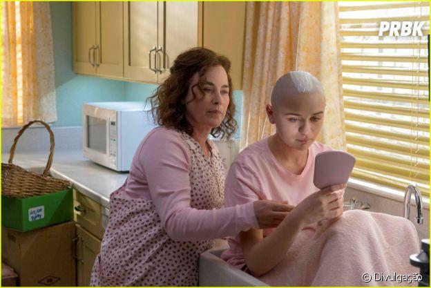 """Joey King será Gipsy em """"The Act"""", uma menina induzida pela mãe a acreditar que está em estado terminal"""