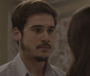 """Em """"O Tempo Não Para"""": Samuca (Nicolas Prattes) não se conforma com possibilidade de perderMarocas (Juliana Paiva) e propõe fuga"""