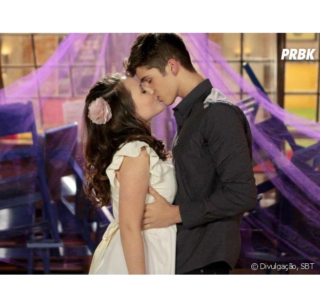 443aa575c958f Larissa Manoela e João Guilherme se beijam em cena de