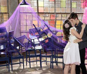 """Em """"As Aventuras de Poliana"""", Mirela (Larissa Manoela) e Luca Tube (João Guilherme) surpreendem com beijo após coreografia"""