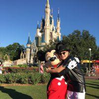 """MC Gui posa com Mickey e curte muito na Disney: """"Lugar mais do que maravilhoso"""""""
