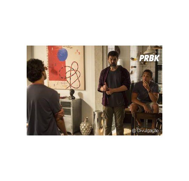 """Em """"Malhação"""", Alex (Daniel Rangel) decide morar com Rafael (Carmo Dalla Vecchia) e irrita Marcio (André Luiz Frambach)"""