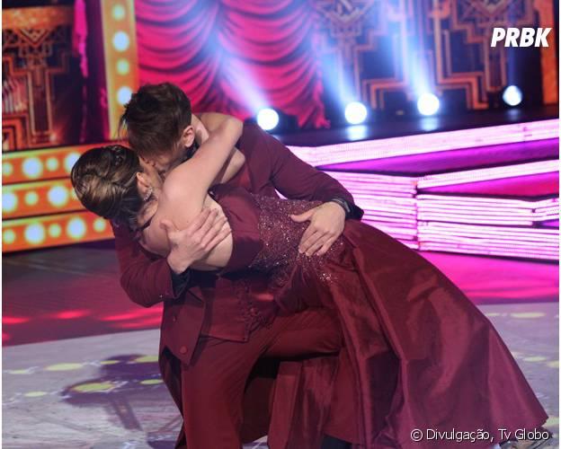 """Lucas Lucco dá um beijo em sua professora de dança, Ana Paula Guedes, no quadro """"Dança dos Famosos"""""""