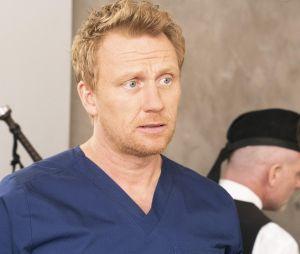 """Em """"Grey's Anatomy"""": Owen (Kevin McKidd) pira por causa do novo relacionamento de Teddy (Kim Raver)"""