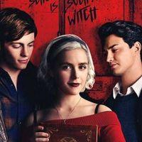 """O novo trailer de """"O Mundo Sombrio de Sabrina"""" saiu e dá pra ver todo o lado obscuro da bruxinha!"""