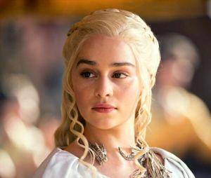 """Em """"Game of Thrones"""", atitudes de Daenerys deixaram Emilia Clarke bem triste"""