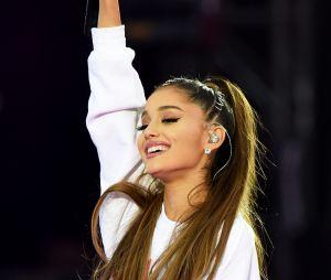 Ariana Grande publicou uma mensagem em homenagem às vítimas do atentado de Manchester, que completa 2 anos