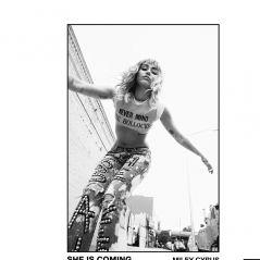 "A Miley Cyrus está toda trabalhada na sensualidade nos novos teasers de ""She Is Coming"""