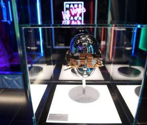 """Lady Gaga lança a """"Haus of Gaga"""": óculos de cigarros do clipe de """"Telephone"""" estará na exposição em Las Vegas"""