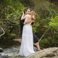 """Novela """"Império"""": Maria Isis e José Alfredo se beijam apaixonados após casamento"""