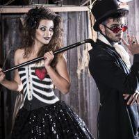 """Felipe Simas e Anaju Dorigon, da novela """"Malhação"""", posam em clima de Halloween"""