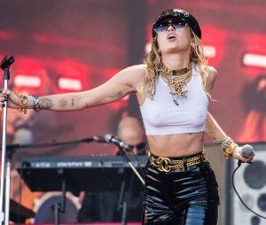 """Ninguém mexe com a liberdade de Miley: cantora lança seu novo clipe """"Mother's Daughter"""""""
