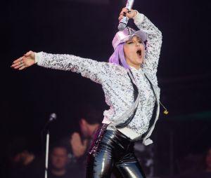 """Miley faz clipe em manifesto a liberdade feminina em """"Mother's Daughter"""""""