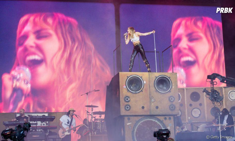 """""""She Is Coming"""", EP de Miley Cyrus é o primeiro de uma trilogia que dará origem a seu álbum """"She Is Miley Cyrus"""""""
