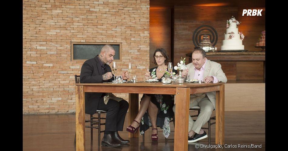 """MasterChef Brasil"":Paola Carosella, Henrique Fogaça e Erick Jacquin avaliando os bolos preparados pelos participantes"