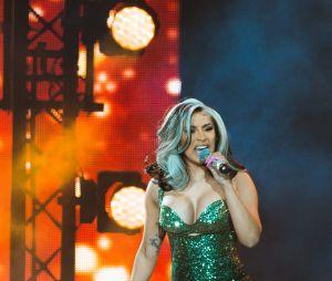 Cardi B diz que adoraria fazer parceria com Anitta e brasileira pira
