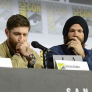 "Jensen Ackles e Jared Padalecki choram com despedida de ""Supernatural"" durante Comic Con"