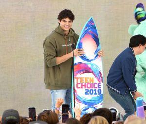 """Teen Choice Awards 2019: Noah Centineo venceu a categoria Melhor Ator de Comédia por """"O Date Perfeito"""""""