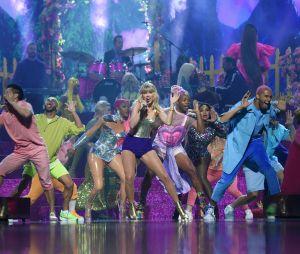 """VMA 2019: Taylor Swift arrasou com a performance de """"You Need To Calm Down"""" e """"Lover"""""""