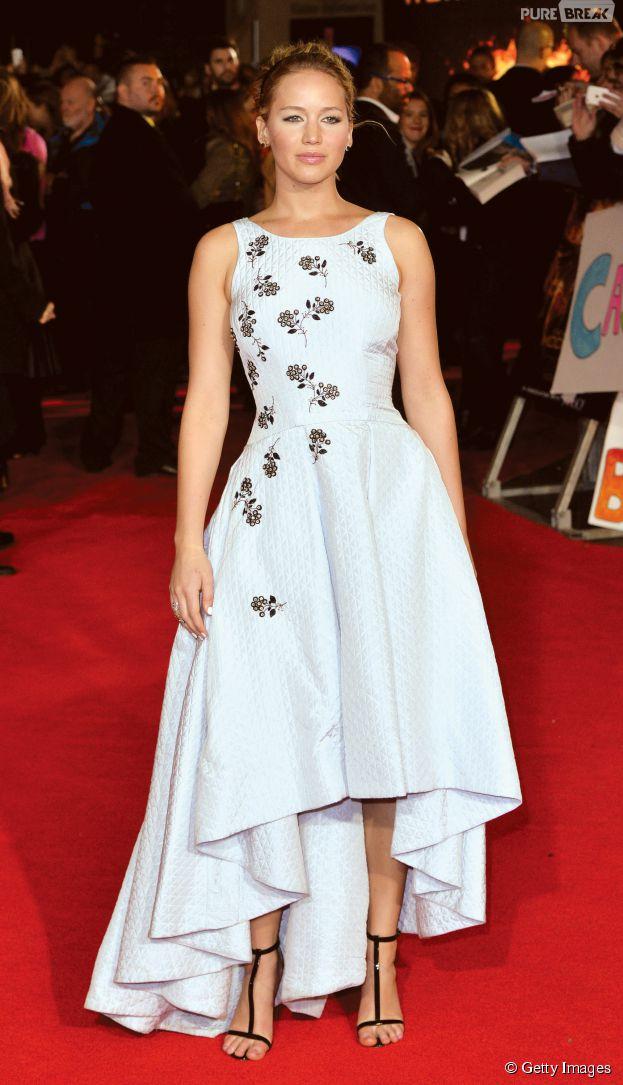 """A protagonista Jennifer Lawrence arrasou em um modelito Dior, na première de """"Jogos Vorazes: A Esperança - Parte 1"""""""