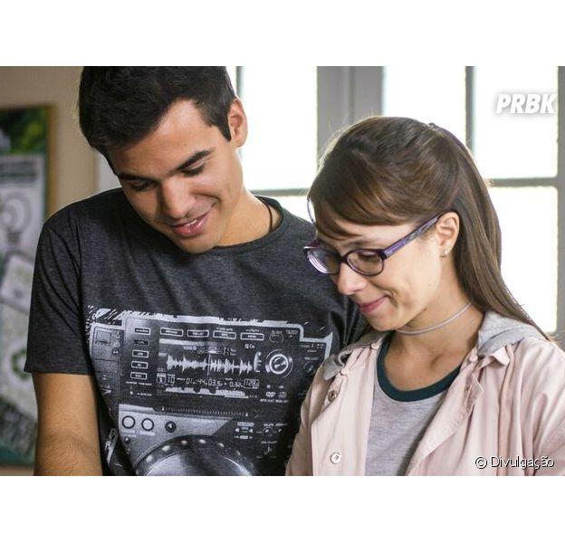 """Em """"As Five"""", Benê (Daphne Bozanski) e Guto (Bruno Gadiol) vão se separar!"""