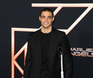 Noah Centineo ficou cinco dias sem tomar tanho após cirurgia