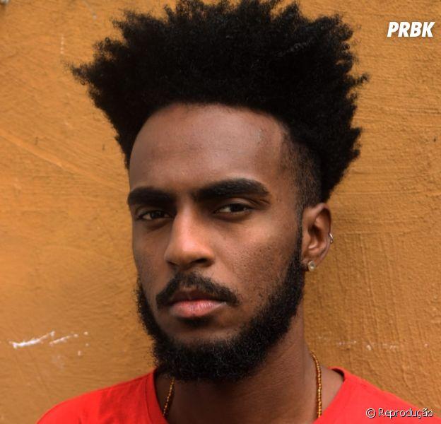 Consciência Negra: o jornalista e youtuber Cleyton Santana fala sobre como é necessário os movimentos negro e LGBT se unirem