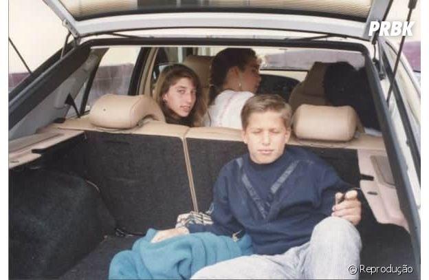 """Brooklyn Nine-Nine"": Andy Samberg e Chelsea Peretti estudaram juntos na infância"