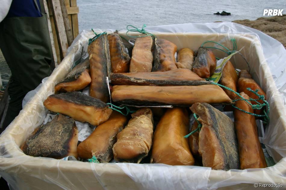 Hákarl é uma iguaria islandesa, seu nome significa tubarão podre. O animal é venenoso e precisa se decompor para se tornar comestível...